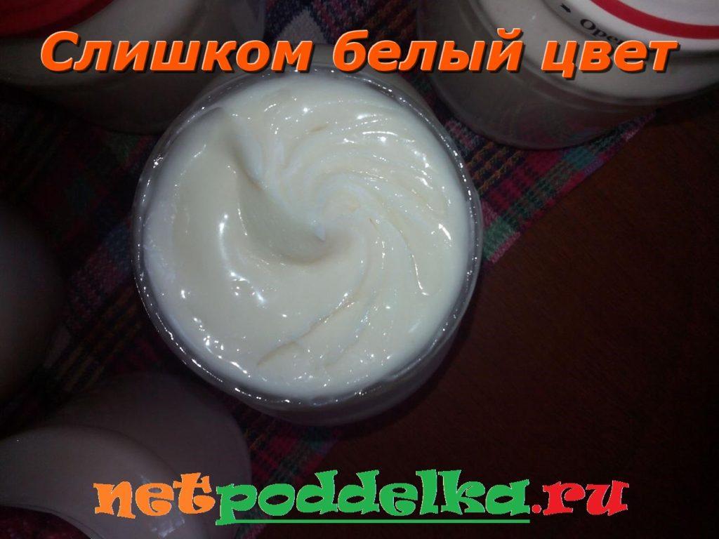 Излишне белый цвет меда с пчелиным молоком