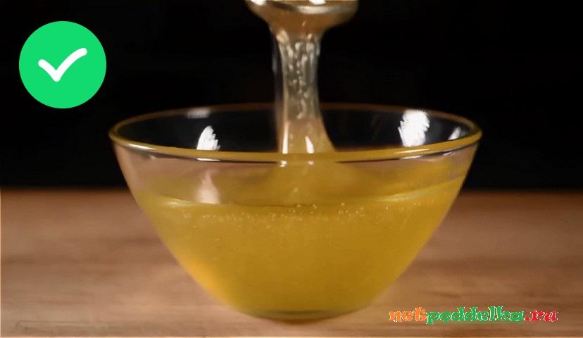 Стекание меда с ложки