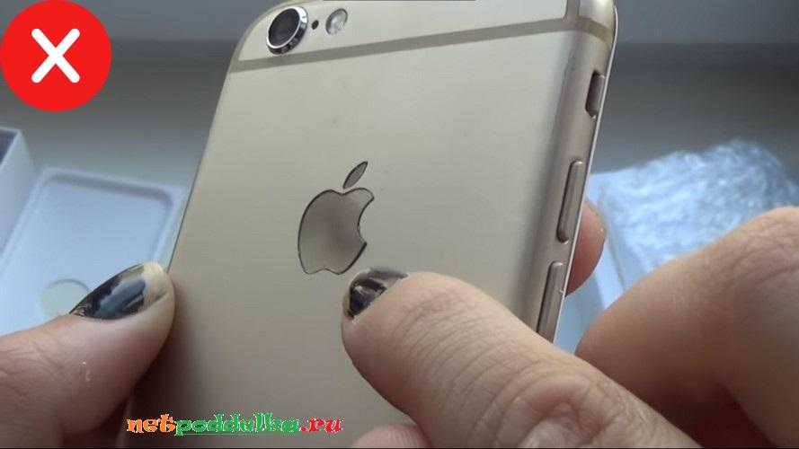 Следы клея у грубой подделки iPhone 6s